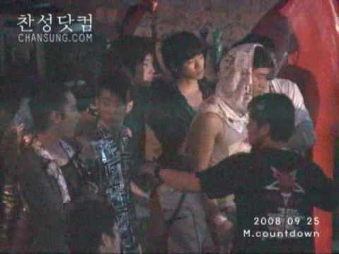 2PM Watching Shinee's Perfomance Before Going on Stage
