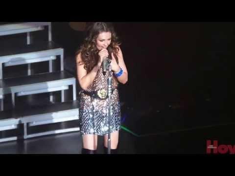 Cristian Castro sorprende a Thalia en su concierto en Los Ángeles