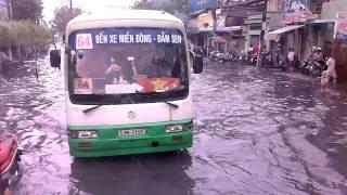 Xe buýt trên sông giữa sài gòn.3gp