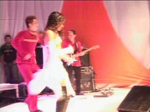 Natalia Mendes canta com a Banda Calypso - Gravatá 2005