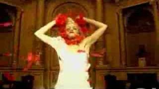 Gwen Stefani - Early Winter thumbnail