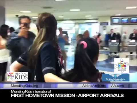 Anna Maldonado escorts two girls from El Salvador
