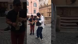 Trần Mạnh Tuấn & An Trần -  Một chút ngẫu hứng với nghệ sỹ đường phố tại Rome!