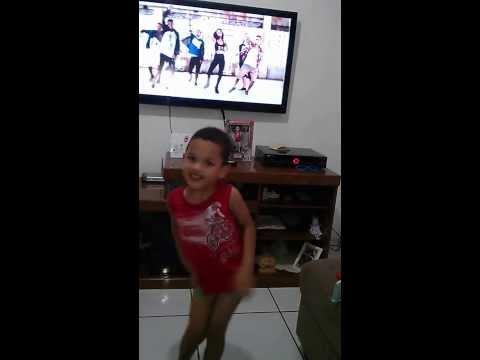 Baixar Lucas Dançando Todo Mundo aperta o play