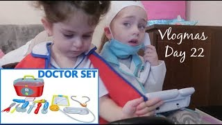 #Vlogmas Day 22 - Elizabeth & Eva Play Pretend Play Doctor