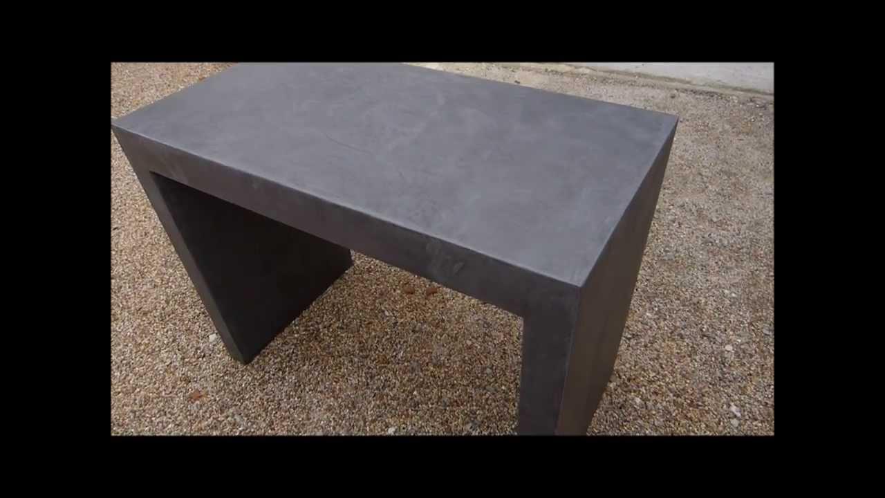 application d 39 un b ton cir mati res min rales sur meuble. Black Bedroom Furniture Sets. Home Design Ideas