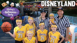 Mickey's Halloween Party at Disneyland 2018 - Family Fun Pack Lakers - YouTube