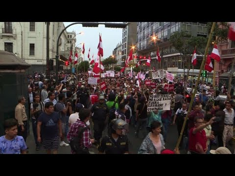 Hundreds march in Lima against corruption