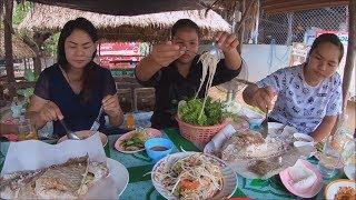 Papaya salad with Grilled fish at pa noi restaurant : Thai food