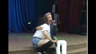 Nụ hôn bất ngờ từ Bội Sang khiến Thanh Duy không thể hát @UFM, 22-04-17