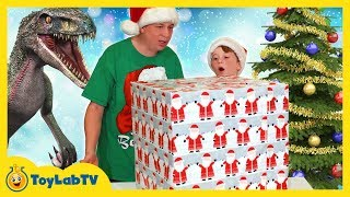 Dinosaur Christmas Toys & The Real Santa! Family Fun Kids Story with Dinosaurs & The Grinch