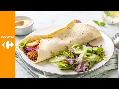 Wrap coloré aux légumes, falafel et halloumi