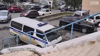 Сотрудники уголовного розыска во Владивостоке задержали таксистов, подозреваемых в грабеже.