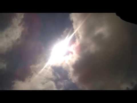 Baixar sol entre nuvens