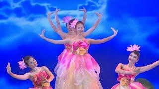 Múa hoa sen tuyệt đẹp từ những cô gái Việt Nam -  Beautiful lotus dance from pretty Vietnamese girls