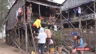 Thăm đồng bào người Việt tại Campuchia