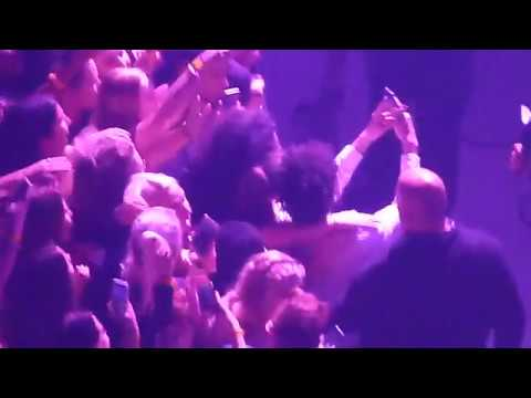 The 1975 - Couple gets engaged during show + Matty takes selfie with them