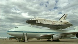 Space Shuttle Discovery Lands at Smithsonian