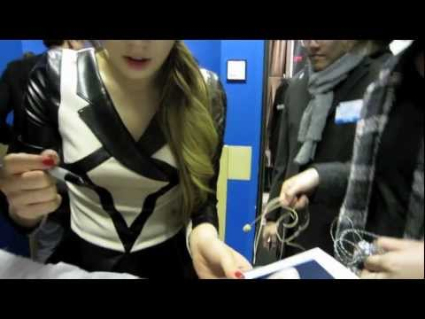 Backstage with SNSD 소녀시대 120201 Tae Yeon's Autograph in New York