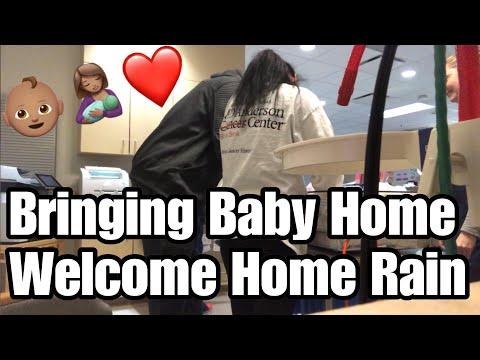 Bringing Baby Home ❤️ | Vlogmas Day 3 (2018)