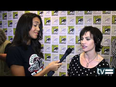 Maggie Siff Talks Sons of Anarchy Season 6 & Jax's Ass - YouTube