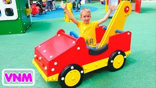 Công viên giải trí khổng lồ dành cho trẻ em Vlad và Nikita vui chơi