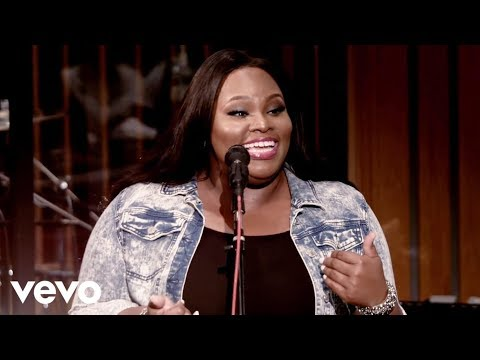 Tasha Cobbs - Put A Praise On It (Live)