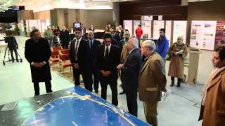 شاهد : عرض مشروعات وتطوير الاسكندرية من المكتبة على السيد هانى المسيرى محافظ الاسكندرية