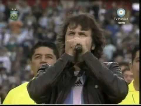 Himno nacional argentino por Andres Ciro Martinez en el monumental (Partido Argentina-Canada)