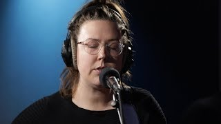 Nadia Reid covers Mazzy Star's 1993 hit  'Fade into You'