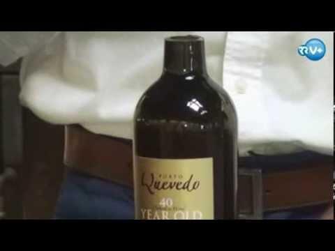 Abrir uma garrafa de Porto com tenaz