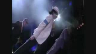 (VIDEO) OTKRIVENA TAJNA: Evo kako je Majkl Džekson uradio svoj famozni nagib od 45 stepeni