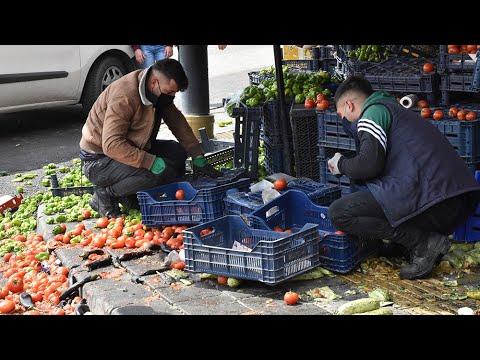 Pazarcılar İle Manav Tartıştı; Sebze ve Meyveler Yere Saçıldı