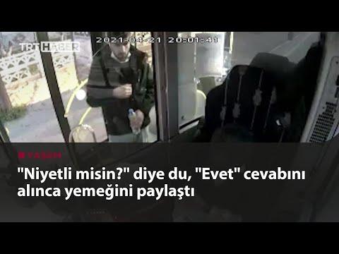 Otobüs şoförü iftarlığını yolcusuyla paylaştı