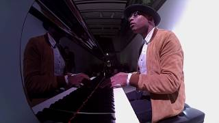 Alexis Ffrench - Bluebird (Live)
