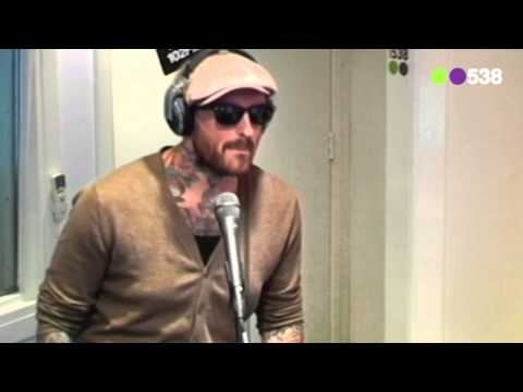 Radio 538: Ben Saunders - All over (live bij Friday Night Live)