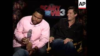 Anthony Anderson massages interviewers feet