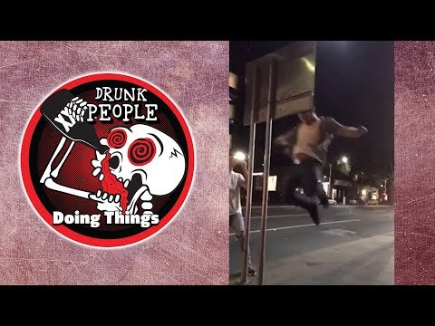 Man vs Street Sign | DRUNK PEOPLE DOING THINGS (Drunk Fail Compilation!)