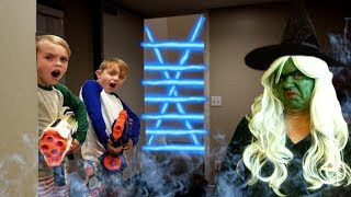 Escape the Babysitter! Babysitter Showdown! Escape the Room - Sneaky Mystery!