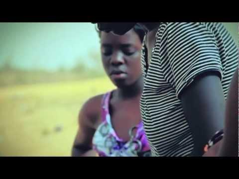 "Woz Kaly ""Yéwou roti"" Official clip Sénégal w Guest : Khady MBAYE - Vincent BIDAL: Piano, Arrangements - Munir HOSSN : Basse, Guitare"