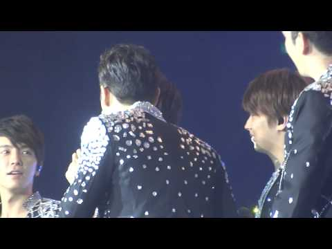 Siwon and Kyuhyun almost kiss? @SS5 Singapore