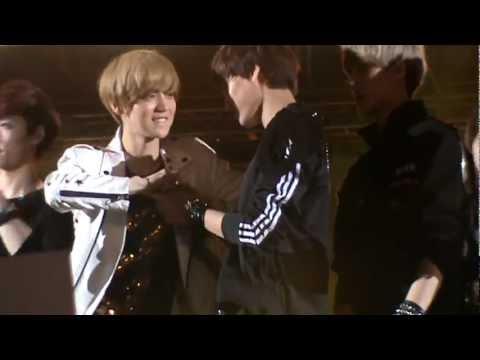 Fancam 130115 GDA Ending - EXO's Kai & Luhan cute moments!!!! ^^