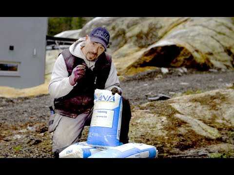 Bjørn bygger bo – Tørrmørtel i plastsekk