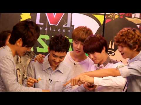 120729 EXO-K while decorating cakes at Channel [V] Thailand