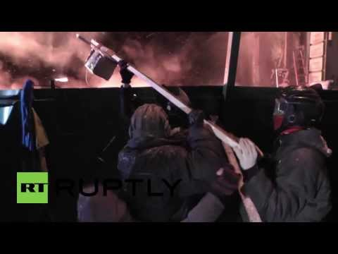 Ukraine: Meet the Molotov cocktail slingshot