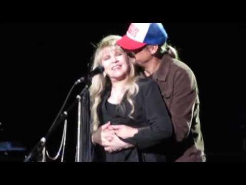 Stevie Nicks dedicates