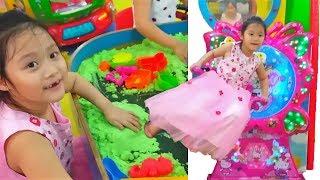Gia Linh chơi trò chơi Mèo Hello kitty lắc mông chơi cát động lực khu vui chơi giải trí trẻ em