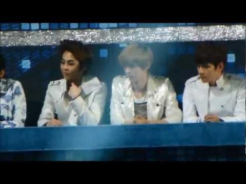 [FANCAM] 121229 가요대전- EXO watching Infinite