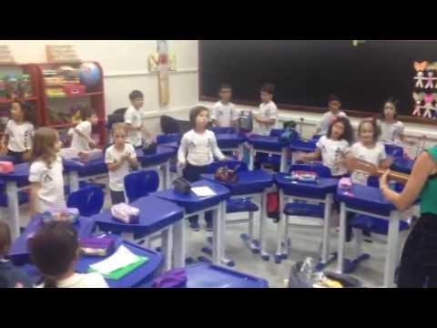 2° ano B - Aula de inglês com música!!
