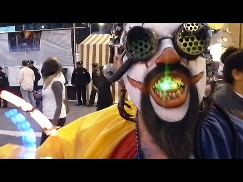 Alien Clowns @ How Weird Street Faire (YT3D:Enable=True)